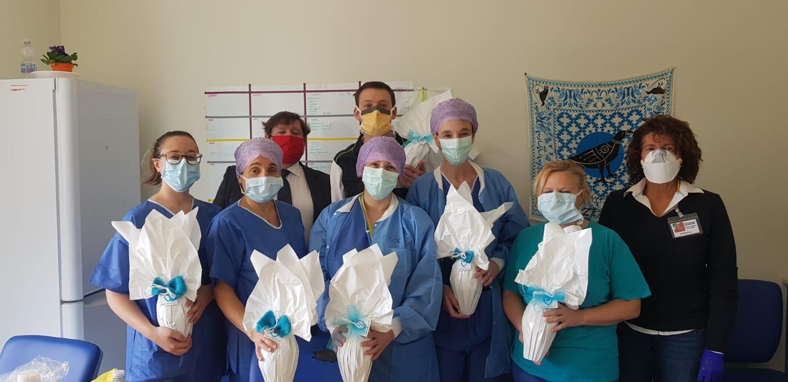 Ieri la Contrada Sant'Erasmo ha omaggiato il personale infermieristico