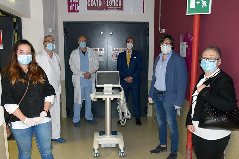 L'Aquila ha donato un ecografo all'Ospedale di Siena
