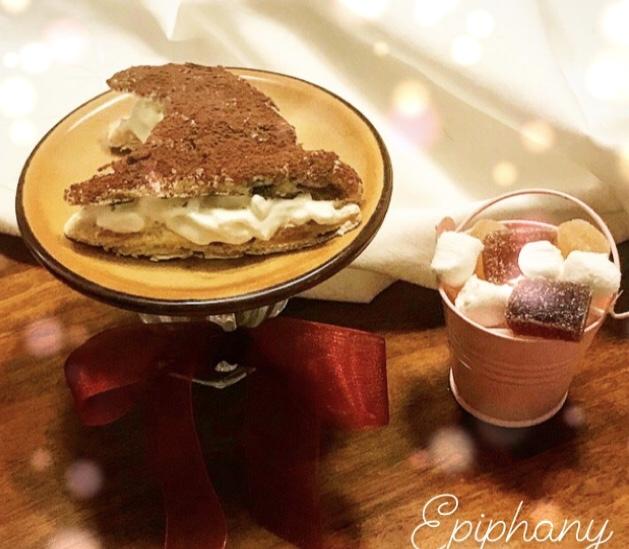 Pane, amore e chiacchiere di Palio: cappello della Befana di panettone e camy cream