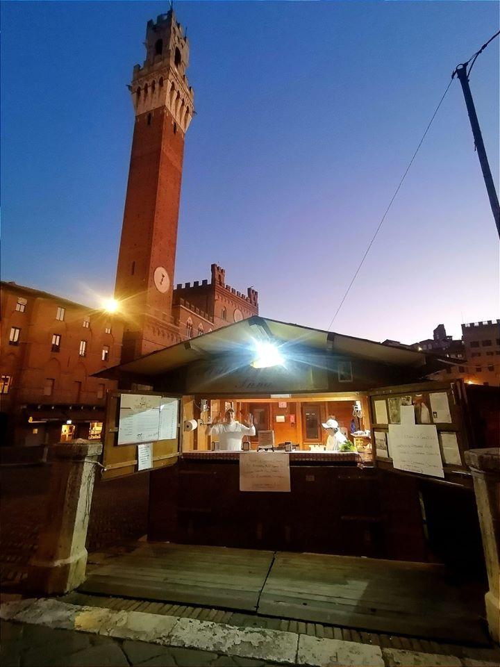 Da oggi in Piazza del Campo tornano le frittelle di Mario Savelli