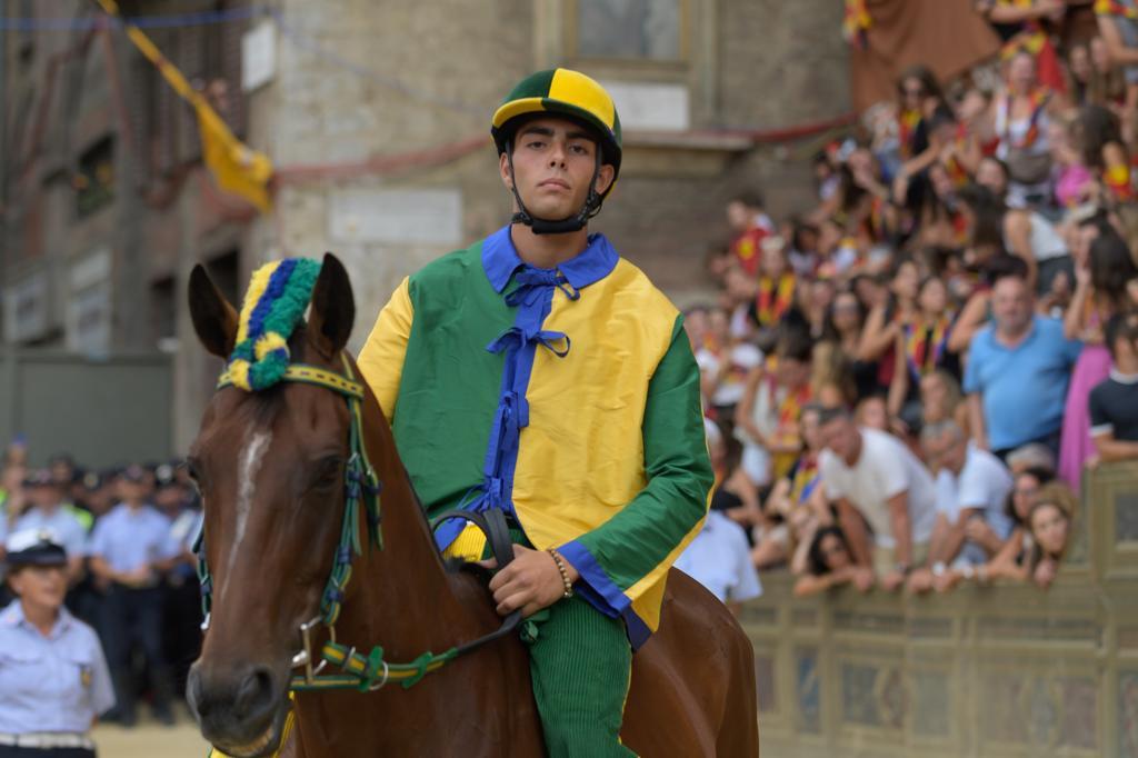 Attese, speranze e sogni: Antonio Mula e i cavalli della scuderia di Brio
