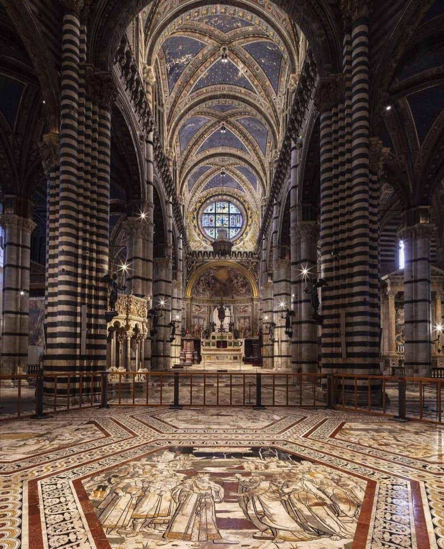 Domenica l'ultimo giorno della scopertura del Pavimento del Duomo di Siena